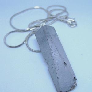 BETON nyaklánc #1 - egyedi forma - városi stílus - avantgarde megjelenés - pirit ásvány - minden darab más - jó viselet, Ékszer, Nyaklánc, Betonból készült pirit ásvány és fémhatású festék felhasználásával. A természetes formákat igyekszem..., Meska