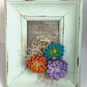 Tavaszi képkeret - toboz dísz - színes hangulat - húsvéti dekoráció - fali vagy asztalra tehető - vintage - shabby chic , Képzőművészet, Otthon & lakás, Vegyes technika, Napi festmény, kép, Decoupage, transzfer és szalvétatechnika, Festett tárgyak, Egyetlen darab készült ebből a képből, is tavasz hírnöknek szánom.A kép kerete antikolós technikával..., Meska
