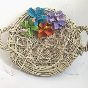 Tavaszi kosárka -egyedi - tobozok - színes virágok -természetes - húsvét -dekoráció - tavasz - natúr -kézzel készül (Edian) - Meska.hu