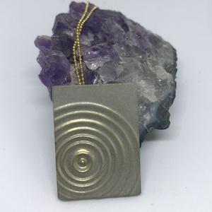 BETON nyaklánc #5 - téglatest alakú - pirit ásvány - fém lánc - különleges ékszer -ajándék célra vagy saját részre is (Edian) - Meska.hu