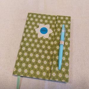 A/5 Zöld virágos határidő napló (13), Otthon & lakás, Naptár, képeslap, album, Naptár, Könyvkötés, Papírművészet, Méretek: 14 x 20 cm. heti beosztású határidő napló, melynek az oldalait kézzel rajzoltam, terveztem...., Meska