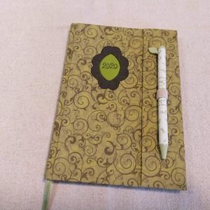 A/5 Zöld tollas határidő napló, Otthon & lakás, Naptár, képeslap, album, Naptár, Könyvkötés, Papírművészet, Méretek: 14 x 20 cm. heti beosztású határidő napló, melynek az oldalait kézzel rajzoltam, terveztem...., Meska