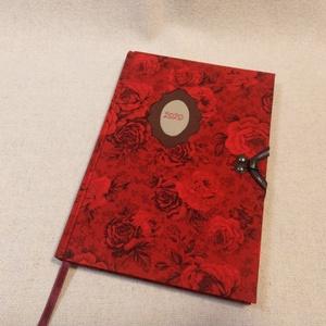 A/5 Piros rózsás, kampós határidő napló, Otthon & lakás, Naptár, képeslap, album, Naptár, Könyvkötés, Fotó, grafika, rajz, illusztráció, Méretek: 14 x 20 cm. heti beosztású határidő napló, melynek az oldalait kézzel rajzoltam, terveztem...., Meska