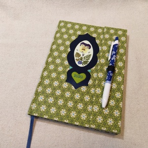 A/5 Kivi zöld, tollas virágberakásos határidő napló, Otthon & lakás, Naptár, képeslap, album, Naptár, Fotó, grafika, rajz, illusztráció, Könyvkötés, Méretek: 14 x 20 cm. heti beosztású határidő napló, melynek az oldalait kézzel rajzoltam, terveztem...., Meska
