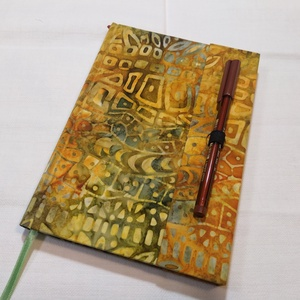 A/5 Tollas, vonalas napló (1), Otthon & lakás, Naptár, képeslap, album, Jegyzetfüzet, napló, Könyvkötés, Méretek: 14 x 20 cm, 240 oldal. Egyedi vonalazású, vajsárga színű lapokból , kézzel fűztem. A toll k..., Meska