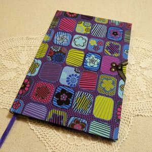 A/5 Lila sok virágos , kampós napló, Otthon & lakás, Naptár, képeslap, album, Jegyzetfüzet, napló, Könyvkötés, Méretek: 14 x 20 cm, 240 oldal. Pasztell zöld, és lila színű papírból, kézzel fűztem a könyvtestet. ..., Meska