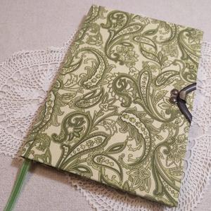 A/5 Zöld kacsos, vonalas, kampós napló, Jegyzetfüzet & Napló, Papír írószer, Otthon & Lakás, Könyvkötés, Méretek: 14 x 20 cm, 240 oldal. Pasztell citromsárga színű, egyedi vonalazású lapokkból, kézzel fűzt..., Meska