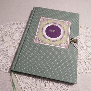 A/5 Zöld pöttyös, berakásos ,határidőnapló, Otthon & Lakás, Papír írószer, Jegyzetfüzet & Napló, Könyvkötés, Fotó, grafika, rajz, illusztráció, Méretek: 20 x 14 cm. Halvány zöld színű lapokból, kézzel fűzött könyvtest. Hetes beosztású, kézzel m..., Meska