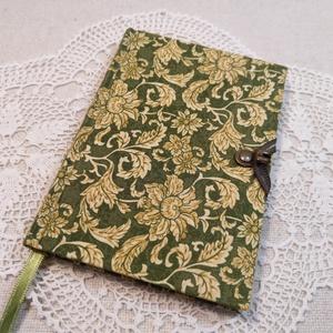 A/6 Zöld növény mintás, kampós notesz, Otthon & Lakás, Papír írószer, Jegyzetfüzet & Napló, Könyvkötés, Méretek: 10 x 14 cm, 200 oldal. Halvány citromsárga színű lapokból, hagyományos kézi fűzéssel fűzött..., Meska