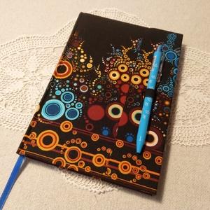 A/5 Színes karikás, tollas, vonalas napló , Otthon & Lakás, Papír írószer, Jegyzetfüzet & Napló, Könyvkötés, Méretek: 14 x 20 cm, 240 oldal. Egyedi vonalazású, meleg ciromsárga színű lapokból , kézzel fűztem. ..., Meska