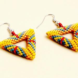 Peyote háromszög fülbevaló, Lógós fülbevaló, Fülbevaló, Ékszer, Ékszerkészítés, Delica gyöngyből készült lyukas háromszög alakú fülbevaló.\nCsinos,sportos,egyedi ékszer.Ugyanilyen n..., Meska