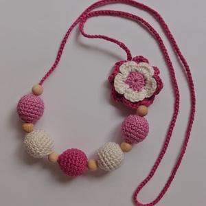 Rózsaszín virágos rágcsalánc, nyaklánc, Bogyós nyaklánc, Nyaklánc, Ékszer, Horgolás, A rágcsalánc egy szuper dolog, mert csinosítja az anyukát, és lefoglalja a kisbabát hordozás, pelenk..., Meska