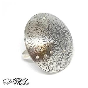 Virágos zafíros ezüst gyűrű , Ékszer, Gyűrű, Kerek gyűrű, Ékszerkészítés, A nagyobb méretű ékszereket kedvelő hölgyeknek ajánlom, ezt az egyesi virágmintás fehér zafírokkal é..., Meska