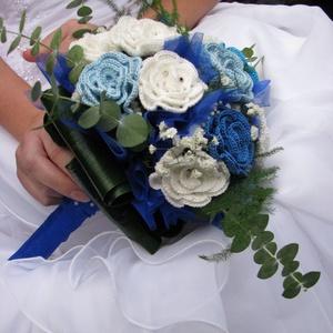 Horgolt örökcsokor , Menyasszonyi- és dobócsokor, Esküvő, Horgolás, Horgolt rózsából álló örökcsokor élő zölldel kiegészítve. \nKönnyű, nem sérül, több napig ugyanilyen ..., Meska