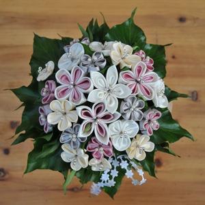 Szatén menyasszonyi örökcsokor, Menyasszonyi- és dobócsokor, Esküvő, Mindenmás, Mesésen egyedi.\n\nBármilyen színben gondolkodhatunk ha ezt az egyedi elkészítésű, szatén virágokból á..., Meska
