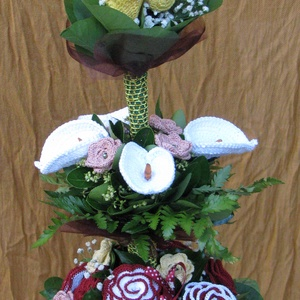 Horgolt örökcsokor, Esküvő, Meghívó, ültetőkártya, köszönőajándék, Esküvői csokor, Nászajándék, Horgolás, Virágkötés, Igazán egyedi, horgolással készült virágokból és élő zöldből álló emeletes virágcsokor. A szintek el..., Meska