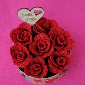 Anyáknapi ajándék, Egyéb, Anyák napja, Ünnepi dekoráció, Dekoráció, Otthon & lakás, Horgolás, Horgolt és szatén rózsából készült anyáknapi Rosebox-ok. \nMostanában igen kedvelt Rosebox pénztárcab..., Meska