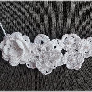 Hófehér virágos nyakék - ékszer - nyaklánc - statement nyaklánc - Meska.hu