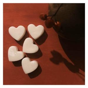 Illatviasz - BOHÉMIA -, Otthon & Lakás, Dekoráció, Gyertya-, mécseskészítés, A 100 %-ban GMO- mentes szójaviaszból készülő viasz szíveket  használhatod teamécses párologtatóban ..., Meska
