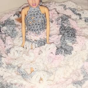 """Barbie babaruha \"""" fodros\"""", Gyerek & játék, Játék, Baba játék, Baba, babaház, Horgolás,  Horgolással készített, A vonalú, csipke mintás, fodros, hercegnős ruha. A felső részén megkötős és ..., Meska"""