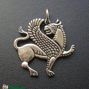 Szárnyas Oroszlán medál, Ékszer, Nyaklánc, Medál, Akhaimenida Szárnyas Oroszlán    Oltalmazó jelkép. A hatalom szimbóluma.  Az Akhaimenida uralkodók s..., Meska