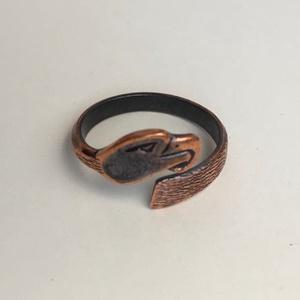 Kovácsolt sasfejes gyűrű - vörösréz, Fonódó gyűrű, Gyűrű, Ékszer, Fémmegmunkálás, Ékszerkészítés, Kovácsolt sasfejes gyűrű - vörösréz\n\nA szabadság, az erő és felső világ attribútuma.\n\nAz Univerzumba..., Meska