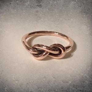 Végtelen csomós gyűrű - vörösréz, Ékszer, Gyűrű, Végtelen csomós gyűrű - vörösréz  A hosszú élet és a Lélek végtelenségének szimbóluma.  Az Univerzum..., Meska