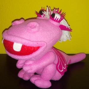Rózsaszín sárkány , Játék & Gyerek, Plüssállat & Játékfigura, Hímzés, Varrás, Saját tervezésű és készítésű rózsaszín sárkány lány várja új kis gazdáját! \n\n- anyaga: polár\n- magas..., Meska