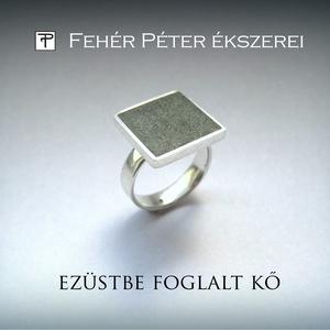 Szürkészöld kővel díszített ezüst gyűrű, Ékszer, Szoliter gyűrű, Gyűrű, Ez a modern, szögletes formájú gyűrű szürkészöld műkővel van díszítve.  A négyzet másfél centiméter ..., Meska