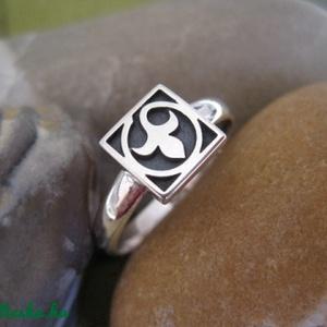 Liliom, liliomos gyűrű ezüstből, egy kockás  (egszeresz) - Meska.hu