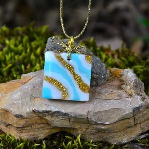 Műgyanta nyaklánc, csíkos több színű medál, lány, női ajándék ékszer - ékszer - nyaklánc - medálos nyaklánc - Meska.hu