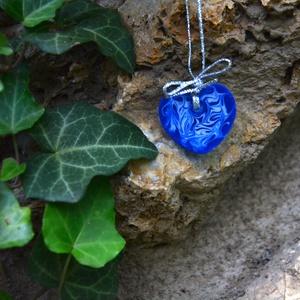 Műgyanta nyaklánc kék fehér, ékszer nőknek, lányos medál, ajándék, alkalmi ékszer - Meska.hu