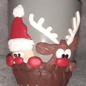 Karácsonyi bögre, Karácsony & Mikulás, Gyurma, Egyedi, süthető gyurmával készült bögre és kanál.\nMinden bögrét és kanalat saját magunk készítünk és..., Meska