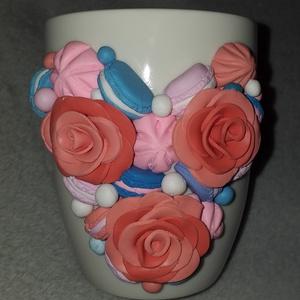 Virágos, macaronos bögre, Otthon & Lakás, Konyhafelszerelés, Bögre & Csésze, Gyurma, Egyedi, süthető gyurmával készült bögre.\nMinden bögrét saját magunk készítünk és dekorálunk.\nA bögre..., Meska