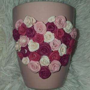 Szivecskés rózsás bögre, Otthon & Lakás, Konyhafelszerelés, Bögre & Csésze, Gyurma, Egyedi, süthető gyurmával készült bögre.\nMinden bögrét saját magunk készítünk és dekorálunk.\nA bögre..., Meska