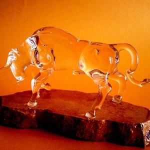 Üveg bika, Dísztárgy, Dekoráció, Otthon & Lakás, Üvegművészet, Szobrászat, Víztiszta üvegből készült bika. Különböző átmérőjű üvegbotok, nyílt lángon való megmunkálás eredmény..., Meska