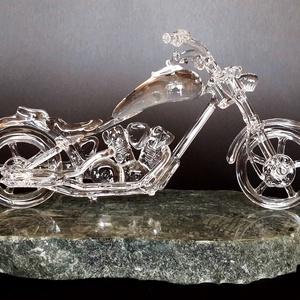 Üveg Chopper, Más művészeti ág, Művészet, Szobrászat, Üvegművészet, Víztiszta üvegből (duran), részletesen elkészített chopper motor. Szabad kézzel készült, sablonok né..., Meska