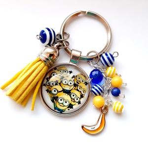 Minion kulcstartó, Ékszer, Egyéb, Táska, Divat & Szépség, Kulcstartó, táskadísz, Ékszerkészítés, Üveglencsés Minion kulcstartó, sárga tassel fityegővel, és \n színes gyöngyökkel, banán medállal :)\n\n..., Meska