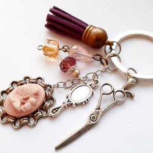 Fodrász kulcstartó, Ékszer, Egyéb, Táska, Divat & Szépség, Kulcstartó, táskadísz, Ékszerkészítés, Fodrász témájú Tassel kulcstartó, charmokkal, és lepke medállál. \n\nAntikolt ezüst színű kulcstartó, ..., Meska