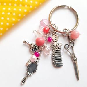 Fodrász szalon kulcstartó, Táska & Tok, Kulcstartó & Táskadísz, Kulcstartó, Ékszerkészítés, Fodrász témájú  kulcstartó, charmokkal.\n\nAntikolt ezüst színű kulcstartó, olló, tükör, fesű, és hajs..., Meska