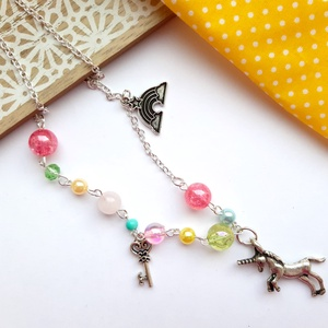 Unikornis nyaklánc, Ékszer, Nyaklánc, Gyöngyös nyaklác, Ékszerkészítés, Unikornis témájú nyaklánc, vidám színes gyöngyökkel.  A láncot egy szivárvány és egy kulcs medál is ..., Meska