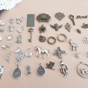 Vegyes medálcsomag, charm, függő 41db, Gyöngy, ékszerkellék, Ékszerkészítés,  41 darabból álló medálcsomag egyben eladó. Új darabok.\n\nA készletben vegyesen bronz és ezüst színű ..., Meska