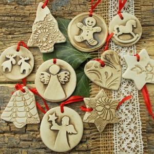 Vintage karácsonyfadíszek. , Otthon & lakás, Dekoráció, Ünnepi dekoráció, Karácsony, Karácsonyfadísz, Kerámia, Fehérre égő agyagból készítettem ezeket a karácsonyfadíszeket. Barna mázzal  antikolt ,matt,kopott h..., Meska