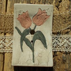 ÁRCSÖKKENÉS tulipán mintás szappantartó, Otthon & lakás, Lakberendezés, Táska, Divat & Szépség, Szépség(ápolás), Fürdőszobai kellék, Kerámia, Nagyon szeretem a kézműves szappanokat,ezekhez szerettem volna méltó tárolót készíteni.:)Ez a szappa..., Meska