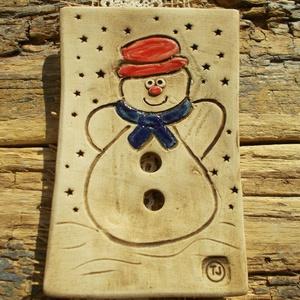 Szappantartó hóemberrel, Otthon & Lakás, Fürdőszoba, Szappantartó, Kerámia, Fehérre égő agyagból készítettem ezt a szappantartót. Nem mázaztam,natúr kerámia.Porózus a felülete,..., Meska
