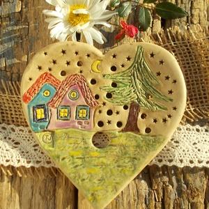 Apró házak, Otthon & Lakás, Fürdőszoba, Szappantartó, Kerámia, Fehérre égő agyagból készítettem ezt a szappantartót. Nem mázaztam,natúr kerámia,csak a színes része..., Meska