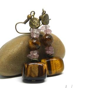 Tigrisszem-eperkvarc fülbevaló, Ékszer, Fülbevaló, Ezt a különleges, dekoratív fülbevalót apró, 6-7 mm-es eperkvarc darabkákból, 8 és 15 mm-es tigrissz..., Meska