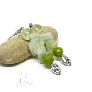 Zöldellő - ásványfülbevaló levél medálokkal, Ékszer, Fülbevaló, Nyugalmat, békét árasztó jáde, prehnit és színezett jáspis ásványok alkotják (8-16 mm), alul pedig 1..., Meska