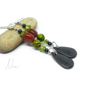 Smaragdváros - ásványfülbevaló, Ékszer, Fülbevaló, Dekoratív, hosszú fülbevaló, amit 5-11 mm-es peridot, karneol, magnetit és színezett jáspis ásványok..., Meska