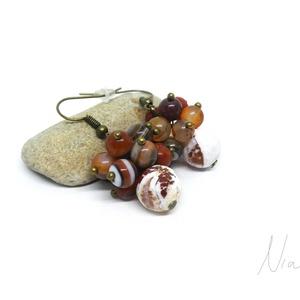 Naspolya - bogyós ásványfülbevaló, Ékszer, Fülbevaló, Lógó fülbevaló, Picike, 6 mm-es vörös jáspis és sávos achát, és 10 mm-es tűzachát ásványokból készítettem, nikkelmen..., Meska